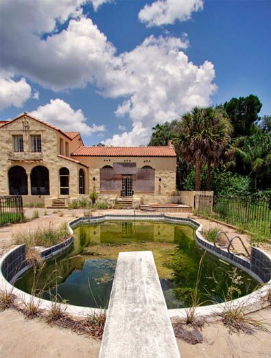 About 20 miles from Disney's Magic Kingdom sits another Florida kingdom , a 1928-built concrete block stucco mansion.