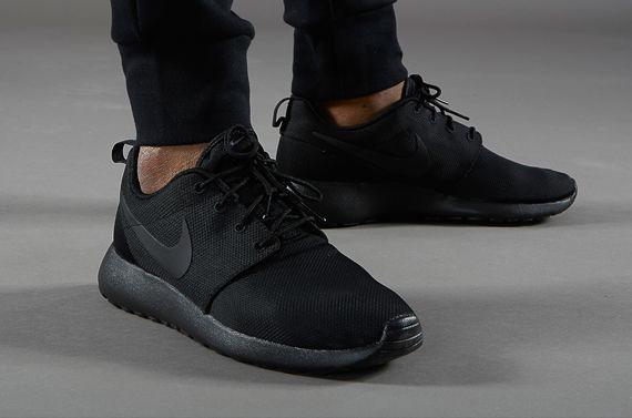 nike roshe run triple black shoes