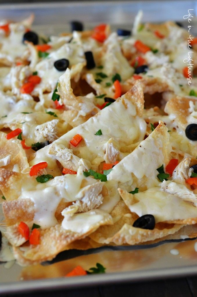 Italian Nachos aka. my new weakness. These nachos are incredible. Crispy wontons, grilled chicken, bell peppers, and olives smothered inAlfredo sauce and cheese. Gah! :D &n...