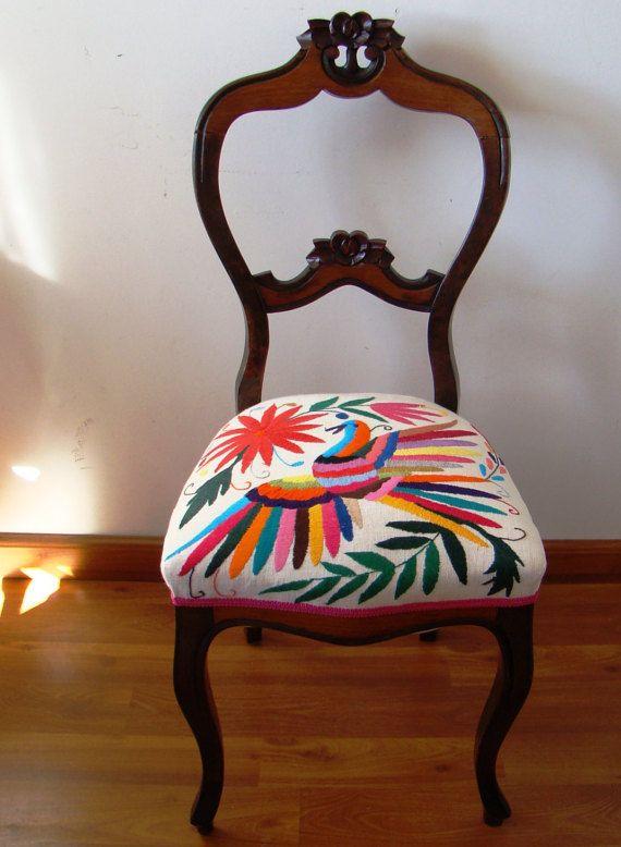 Hermosa silla faustina tapizada con lienzo bordado a por for Muebles munoz santa marta