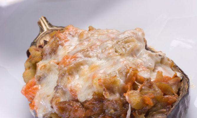 Berenjenas rellenas de calabaza y anchoas, una receta de Karlos Arguiñano que no te puedes perder.