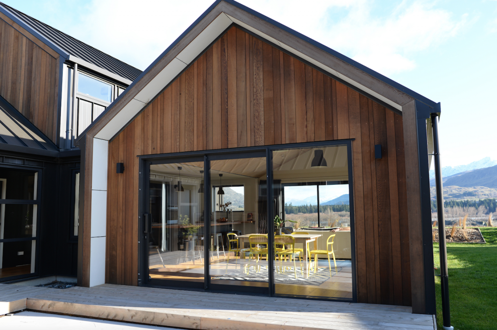 Queenstown builder architectural home nz bespoke cedar for Cedar clad garage doors