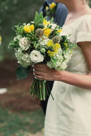 in love with this yellow, green and white bouquet