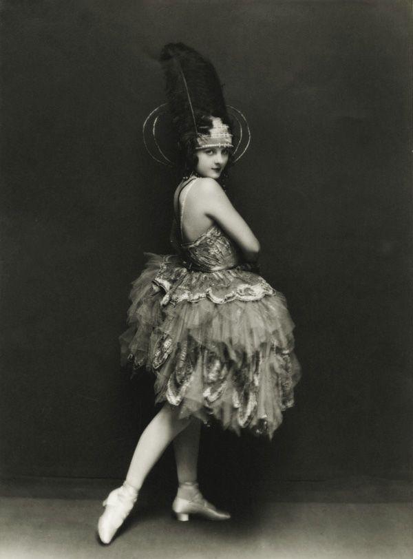 Ziegfeld Follies showgirl and film actress Geneva Mitchell by Edward Thayer Monroe 1921