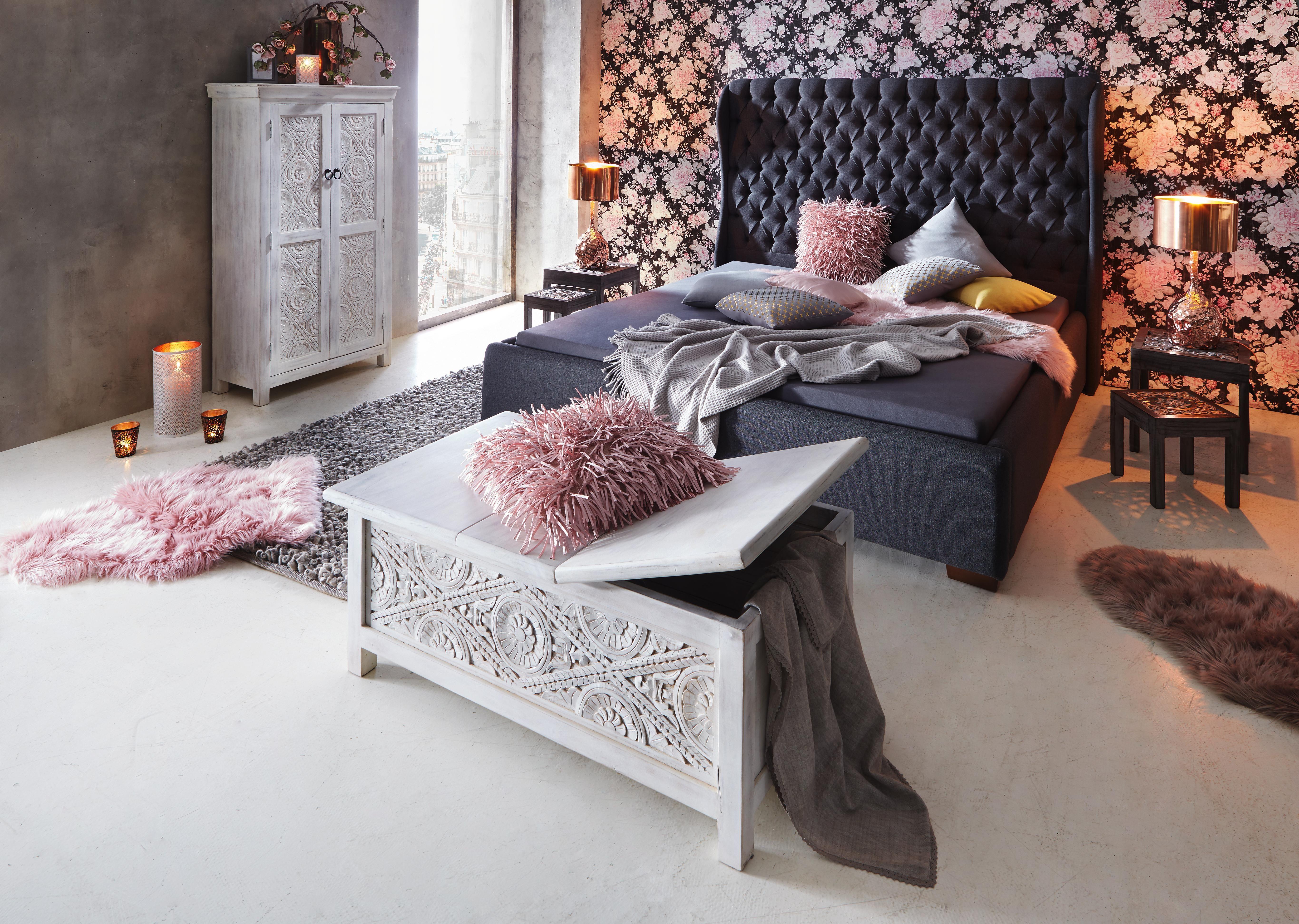 Das opulente Polsterbett von AMBIA HOME bietet mit einer