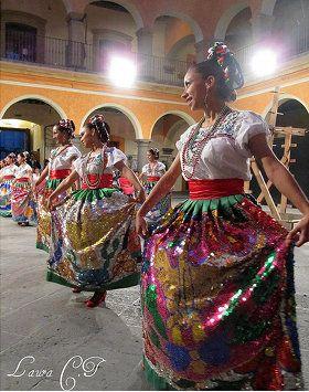 Chinas Poblanas Dancing