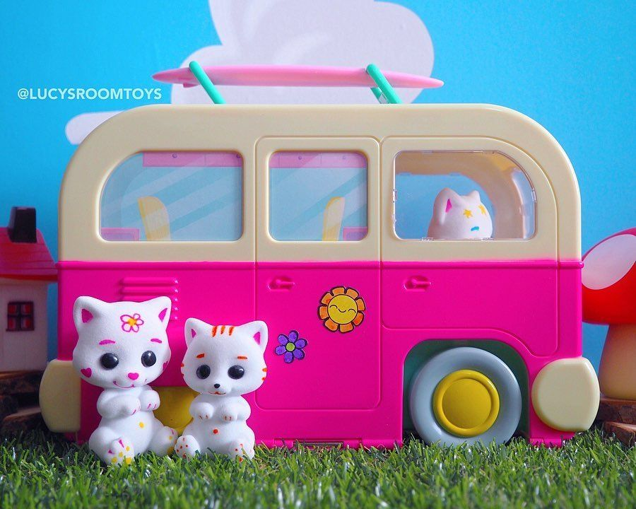 """*Ad/Gifted* I've just published a blog post taking a closer look at this adorable Fuzzikins Campervan set by @interplayukltd that I was kindly #gifted this week! The link is in my profile or find it at LucysRoomToys.com! Swipe across to see some more pics! 💖 . """"Have a fun staycation with the cute Fuzzikins Cats! They love life on the open road and like nothing better than to drive their cool Fuzzikins Campervan to the beach and forest!  You can colour the cats and customise the van with the was"""