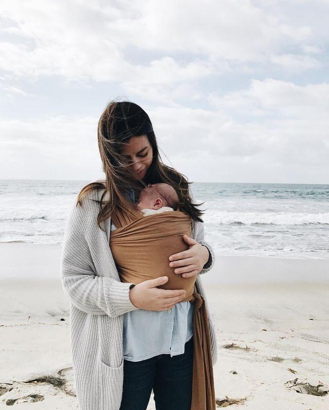 Elle And Her Baby In The Wrap Mooie Doek Baby Kids Pinterest