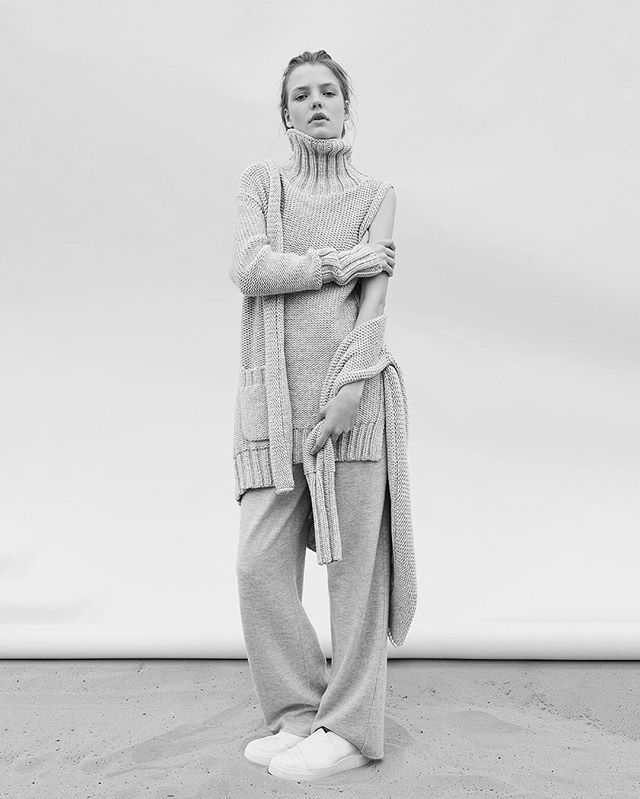 Layers of easy luxe: the rib cardigan, turtleneck and slouch pant from Calvin Klein Collection Cashmere. ⠀⠀⠀⠀⠀⠀⠀ Available now. Link in profile to shop [US].