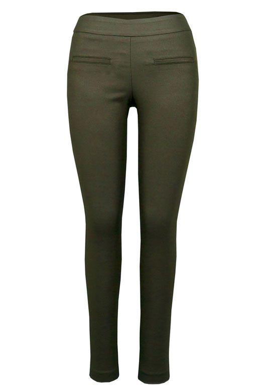 • Pantalon Pull-On skinny avec des poches lisérées en avant • Entrejambe de 30'' • Tissu extensible enduit de cire • Fabriqué au Canada • Style # 156024 TM