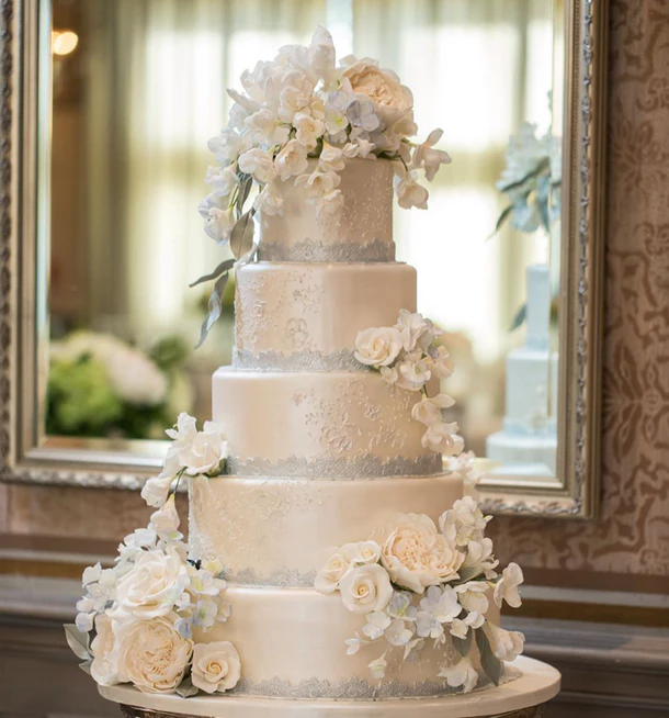 13 Wedding Cake Photos That Ll Make You Want To Get Married Tomorrow In 2020 Wedding Cake Photos Silver Wedding Cake Gorgeous Wedding Cake