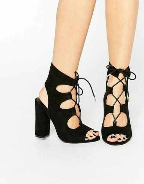 28 Diseños de zapatillas con tacón grueso  53a627782357