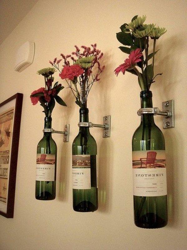 blumen und weinflaschen als wanddekoration verwenden - Zeit für ...
