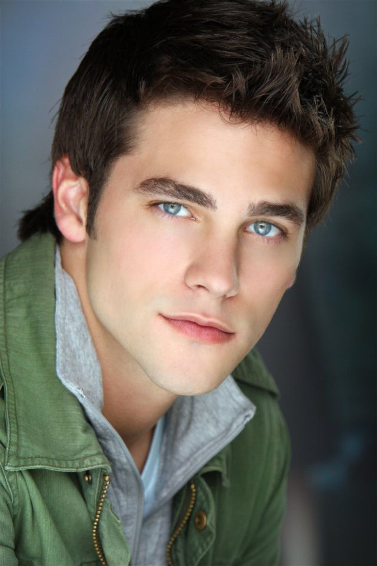 Pin By Bojogayo On Deaken Bluman In 2020 Brown Hair Blue Eyes Celebrities Male Tv Actors