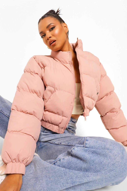 Crop Puffer Jacket Boohoo In 2021 Cropped Puffer Jacket Puffer Jacket Outfit Puffy Jacket Outfit [ 1500 x 1000 Pixel ]