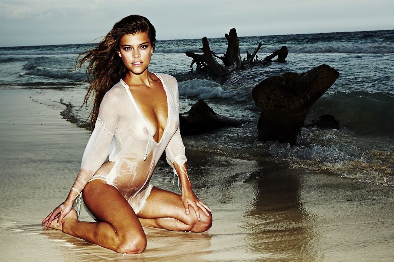 nudes (65 photos), Cleavage Celebrity foto