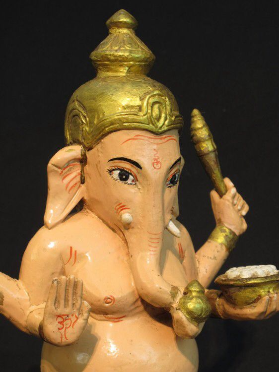 Image from http://www.aziatischekunst.com/files/ganesha-statue-71.jpg.