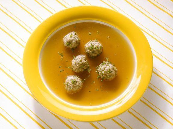 Leberknödelsuppe ist ein Rezept mit frischen Zutaten aus der Kategorie Suppen. Probieren Sie dieses und weitere Rezepte von EAT SMARTER!
