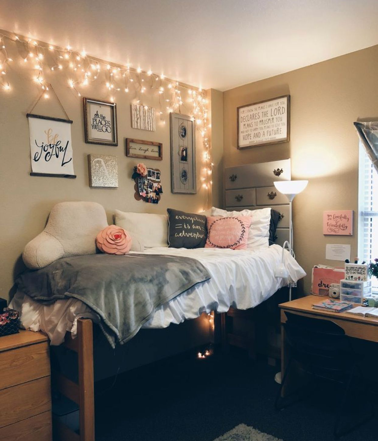 Pin by Tatyana on College ☆ | Dorm room designs, Dorm room ...