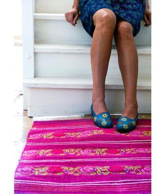 kleine teppiche teppich waschen worauf sollte man achten with kleine teppiche gro kleine. Black Bedroom Furniture Sets. Home Design Ideas