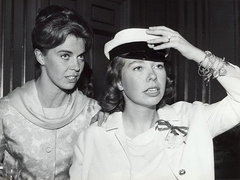 Princess Christina has got her GCE A-level , 1963 and checks her white cap togehter with her sister MArgaretha, 1963.