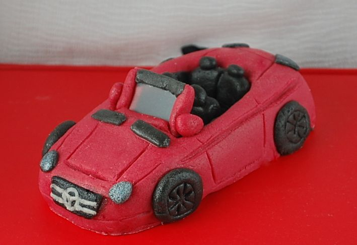 I was looking for a tutorial on how to make this fondant car topper!! OMG someone finally made it!