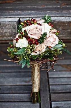 Bouquet Invernale Di Rose E Bacche Mi Sposo Non Svenomi