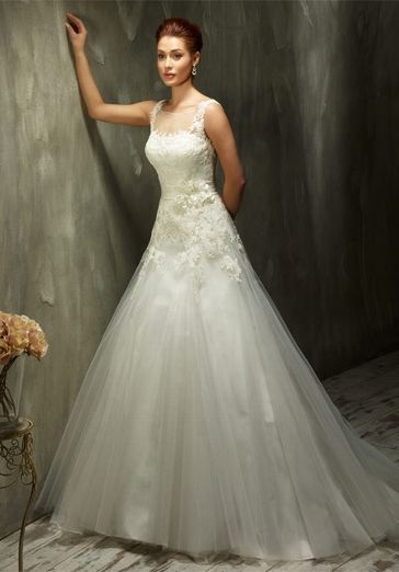 7c3d1585a29 Romantisch verspieltes A-Linien Brautkleid mit Schulterträgern und  Spitzenapplikationen in Elfenbein und Weiß - von Lisa Donetti
