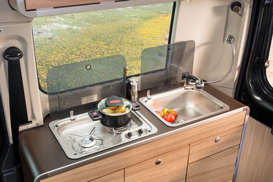 k che mit sp le integriertem 2 flammen gaskocher. Black Bedroom Furniture Sets. Home Design Ideas