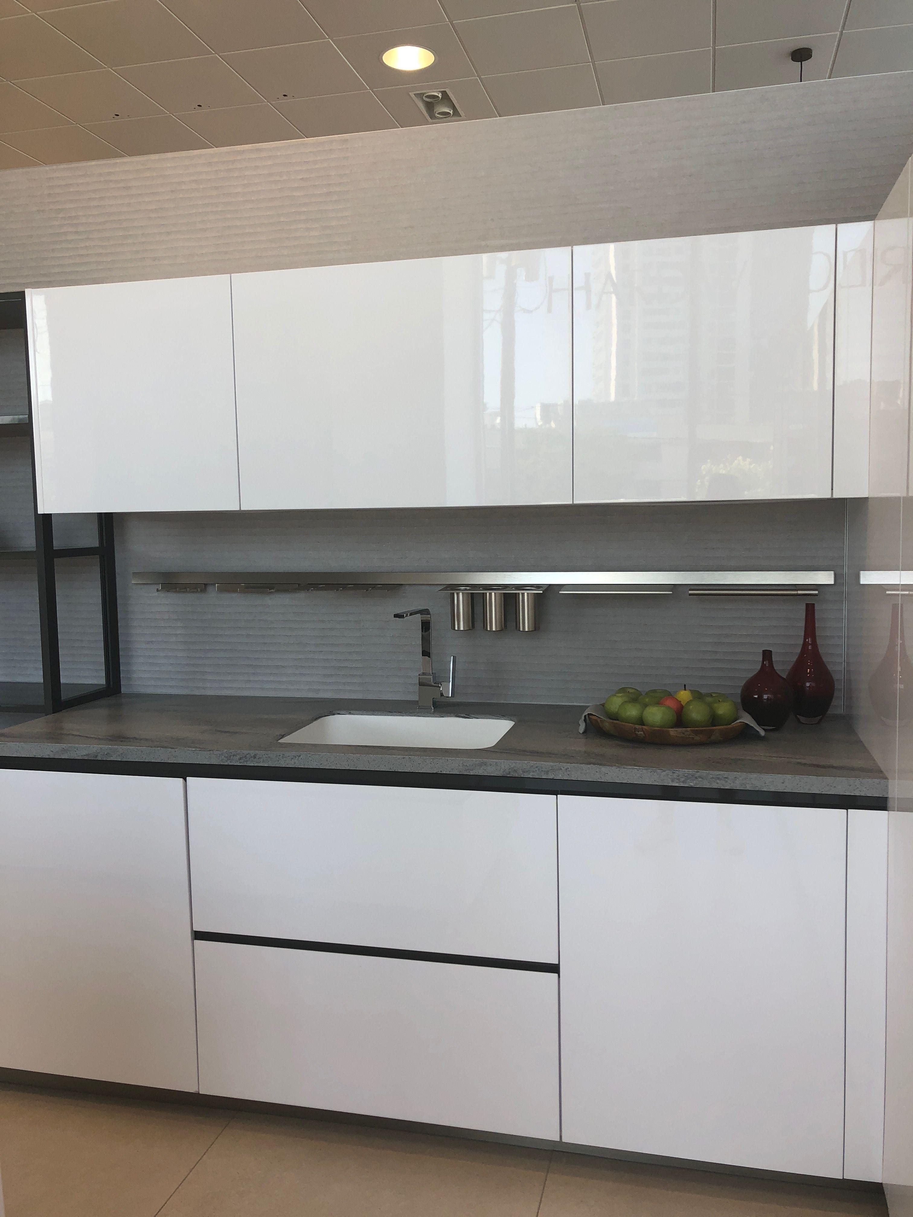 Pin By Lisa Blonder On Home Kitchen Home Kitchens Kitchen Cabinets Kitchen