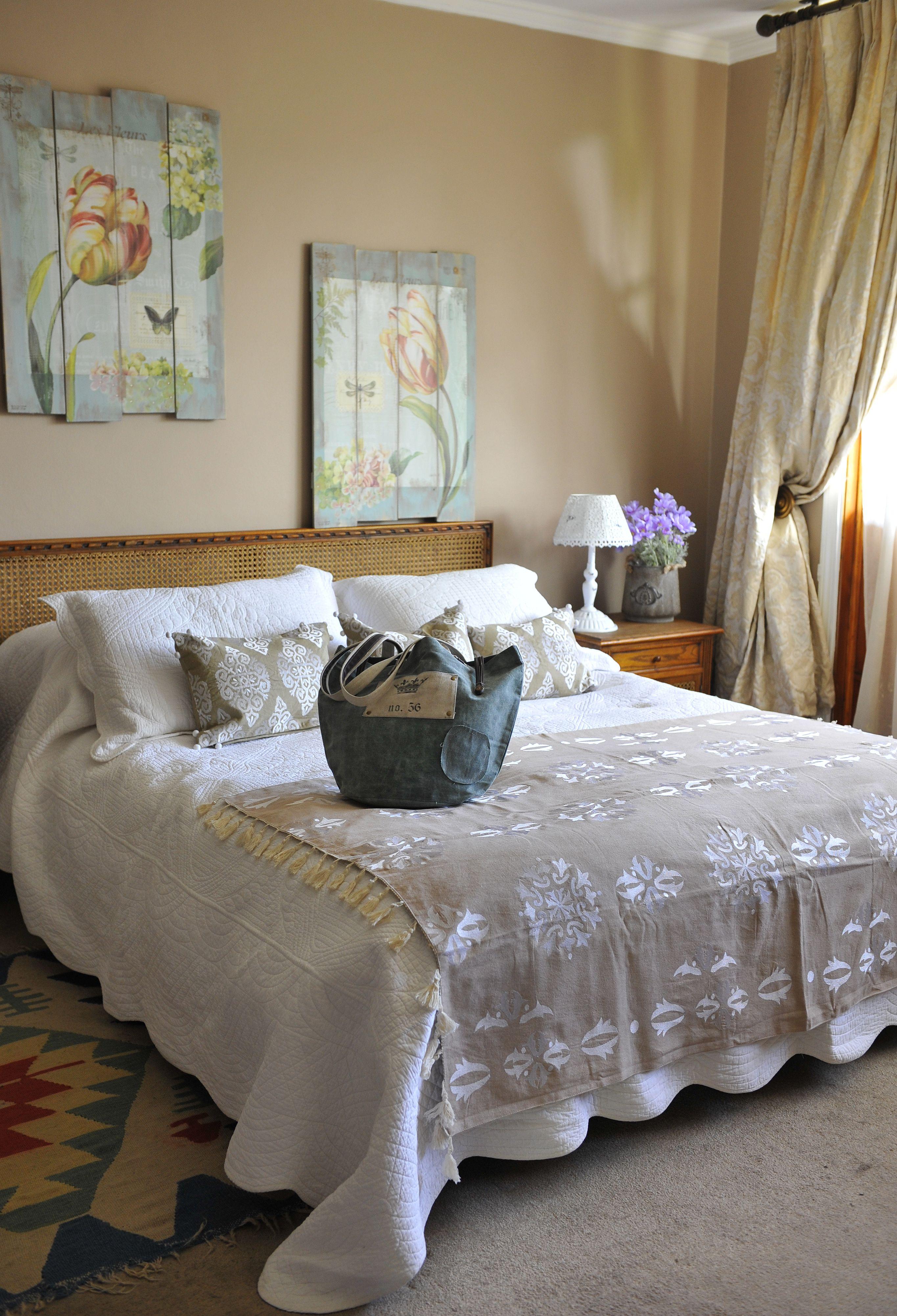 Decoracion para tu dormitorio cuadros madera lampara porta - Cuadros para dormitorios ...