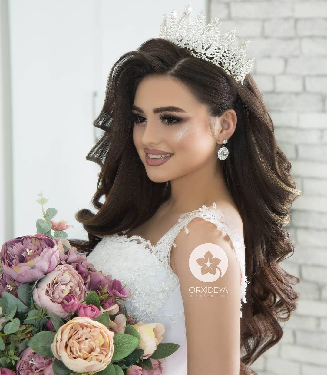 Bild Konnte Enthalten 1 Person Hochzeit Fryzura Frisur Frisuren Haar Hochzeitsfrisuren Hoch Gelin Sac Stili Mezuniyet Balosu Sac Stilleri Dugun Saci