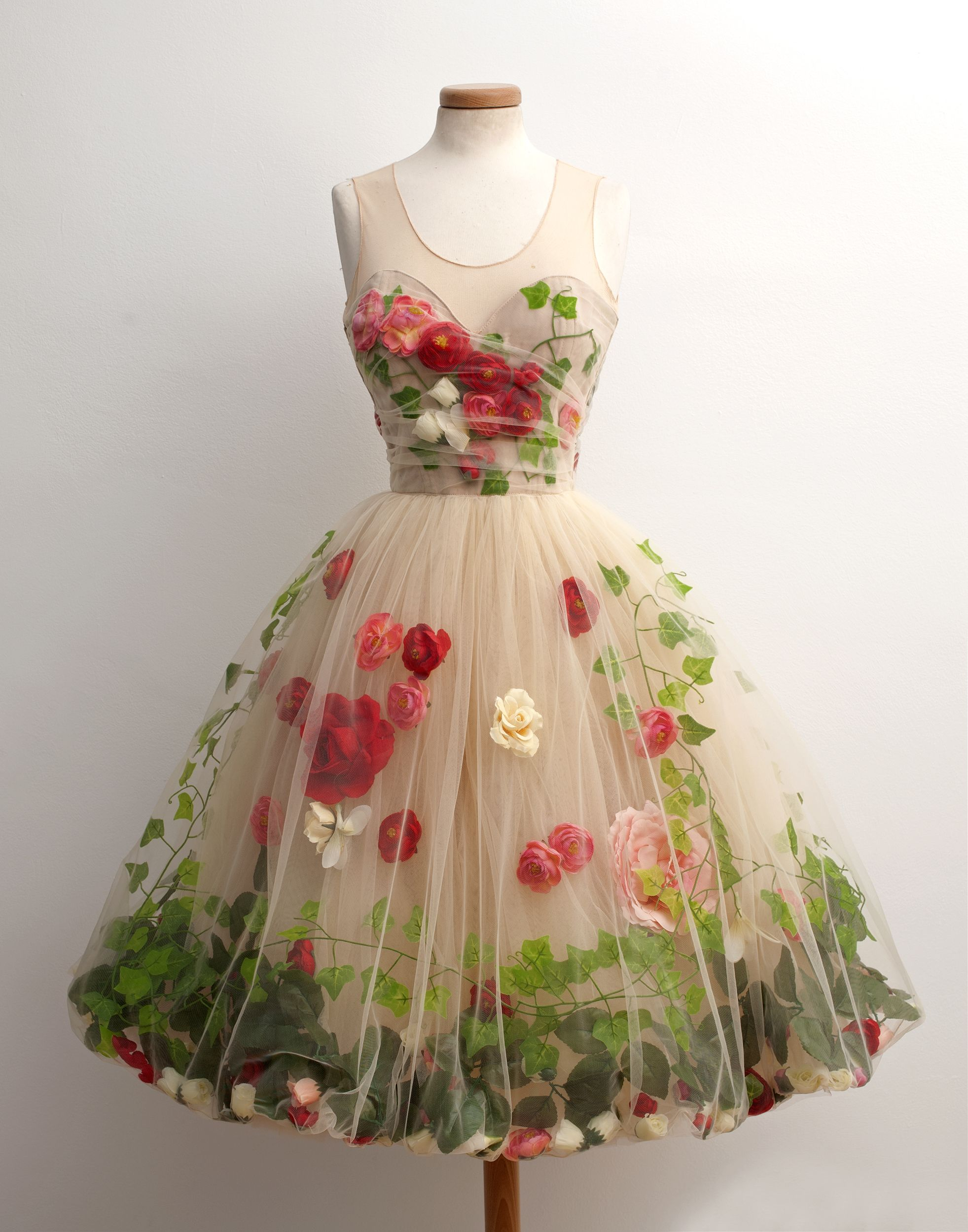 Pretty vintage rose and ivy net party dress pretty clothes