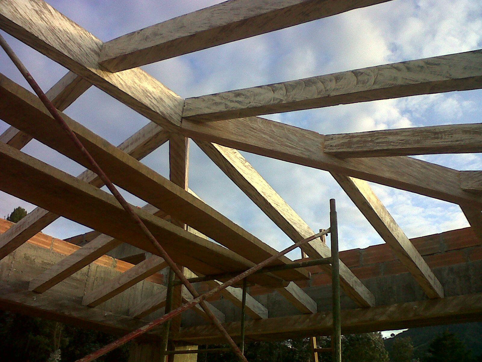 Maderas de construcci n otro de los usos que se les da a - Vigas de madera para techos ...