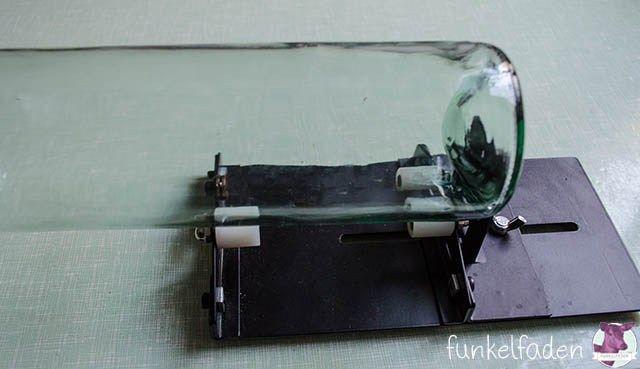 upcycling anleitung flaschen schneiden flasche schneiden. Black Bedroom Furniture Sets. Home Design Ideas