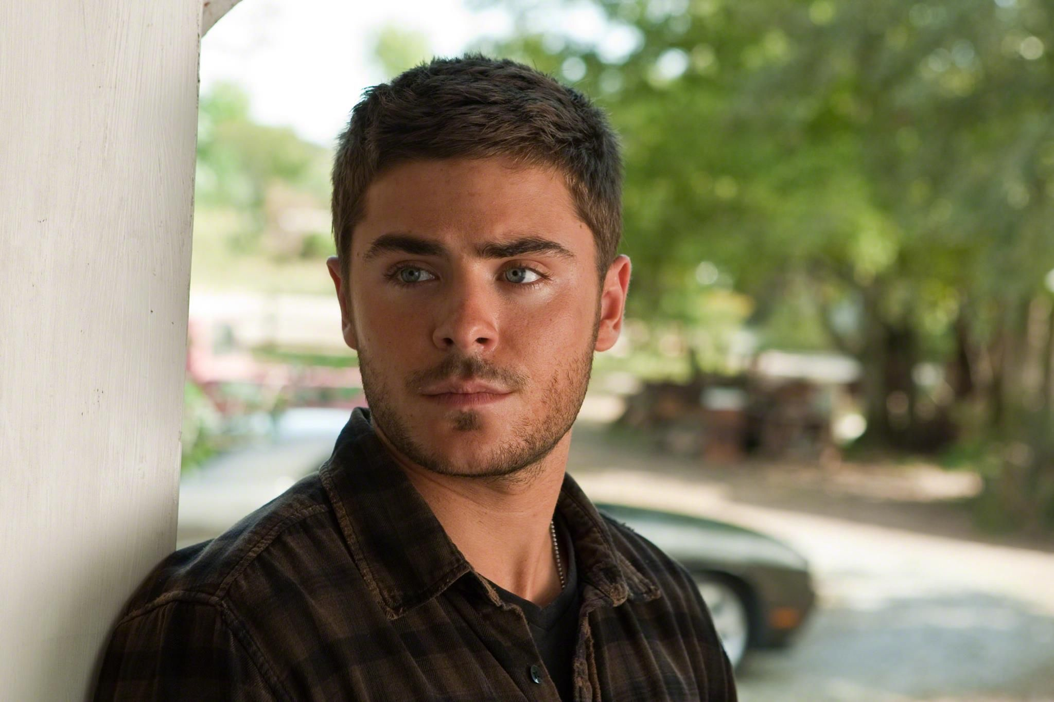 Pin By Zac Efron News On The Lucky One Movie Stills Zac Efron Movies The Lucky One Movie Zac Efron