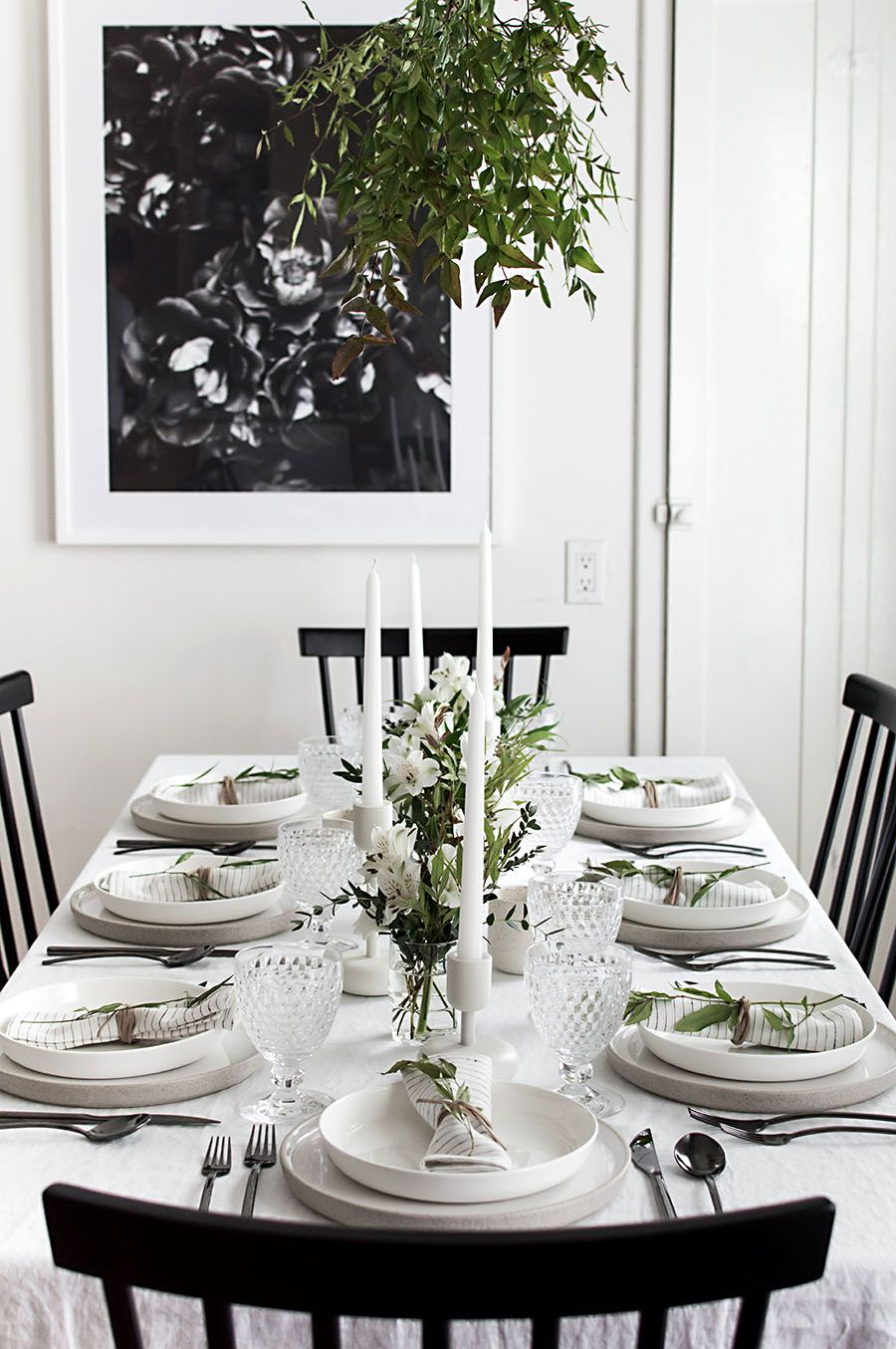 5 Tips To Set A Simple And Modern Tablescape Homey Oh My Modern Tablescape Modern Table Setting Modern Table