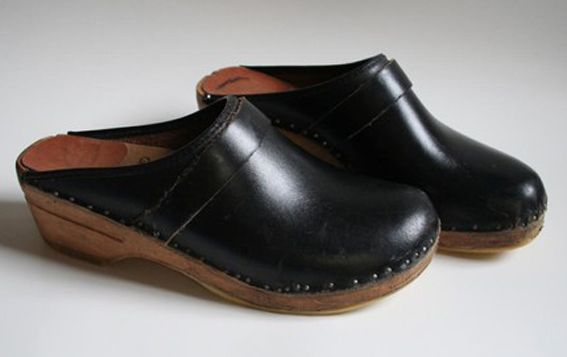 Yep. Clogs. You had to wear them or you were just a loser. They were (and still are) ugly!