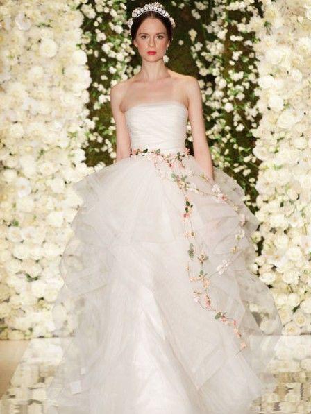Ein märchenhaftes Hochzeitskleid ... <3 Hier kannst du testen. Wie wird dein Brautkleid aussehen? #hochzeit #hochzeitskleid #brautkleid
