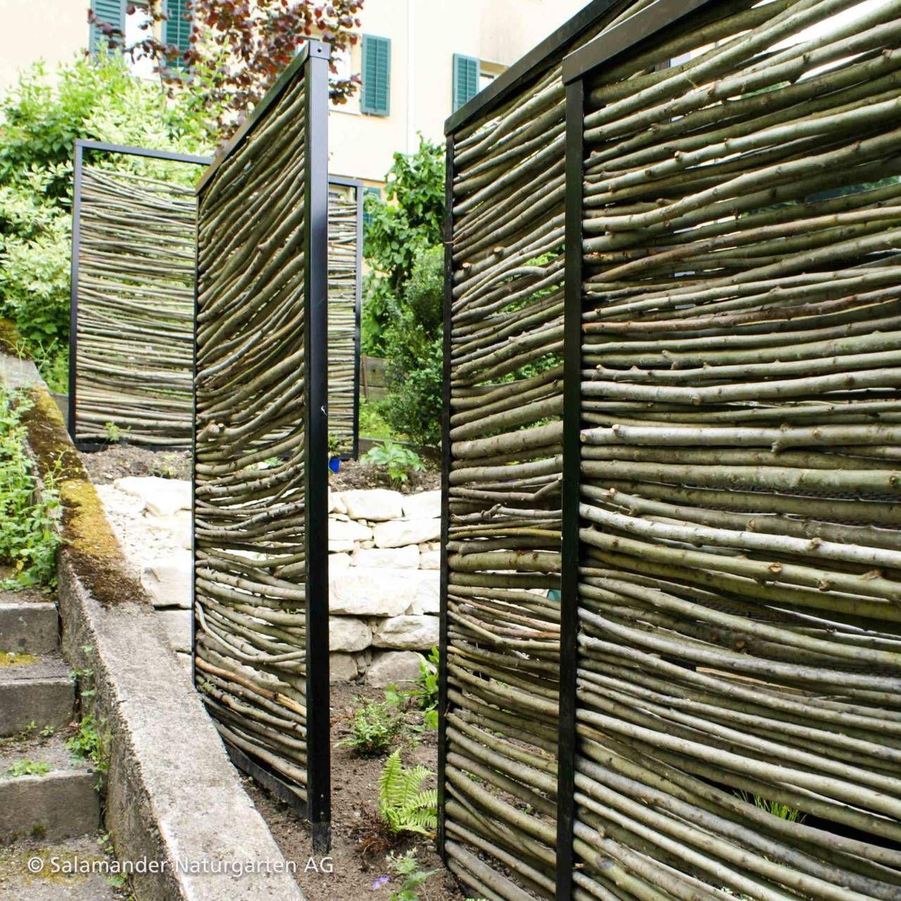 Mehrere Sichtschutzelemente Im Garten Gerust Aus Stahl Und