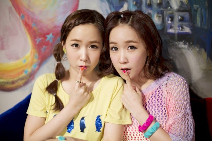 Happy Birthday To Crayon Pop S Choa And Way Celebrity Siblings Famous Celebrities National Sibling Day