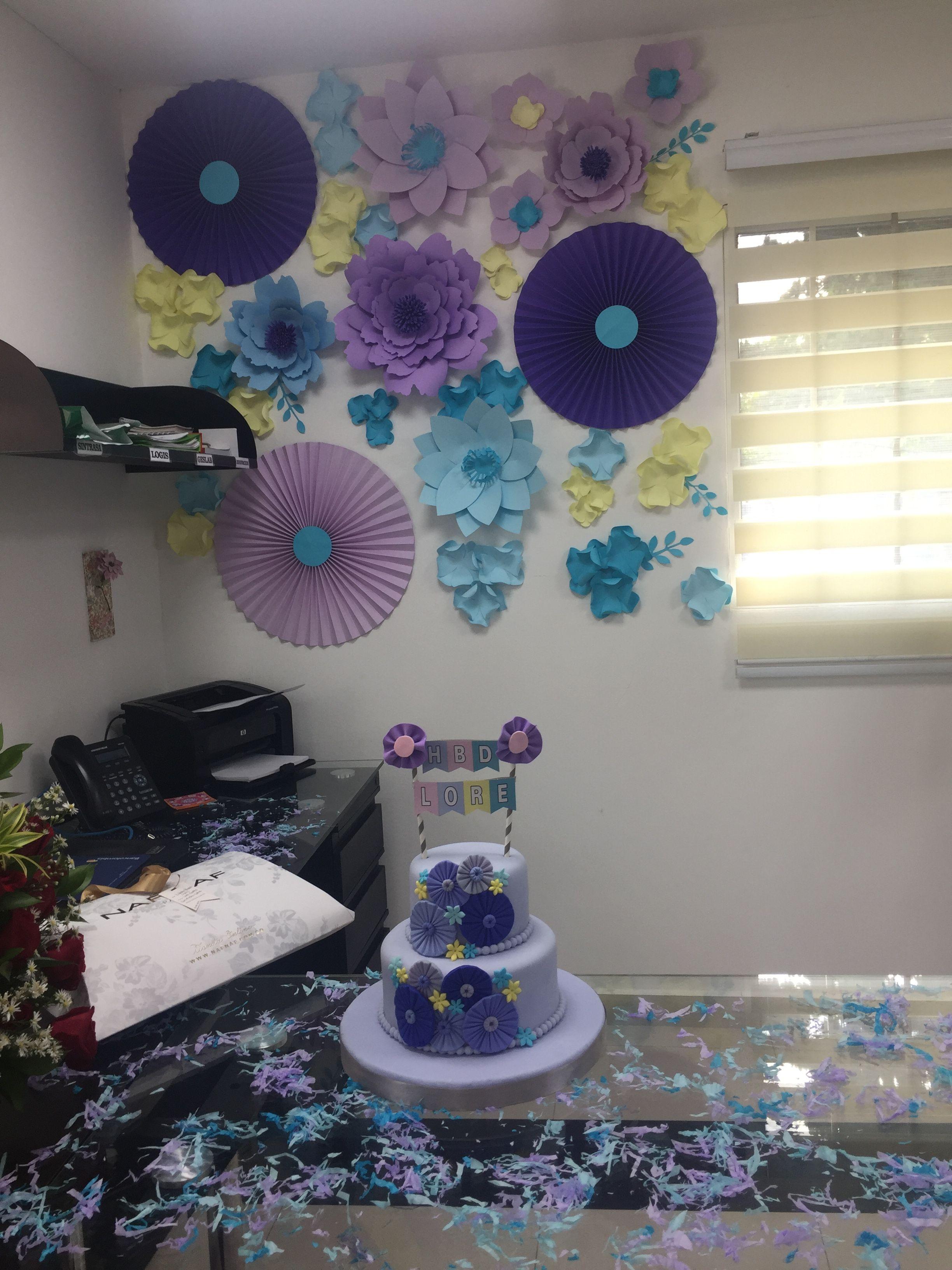 Cumplea os oficina mujer flores creatividad for Fiesta en la oficina