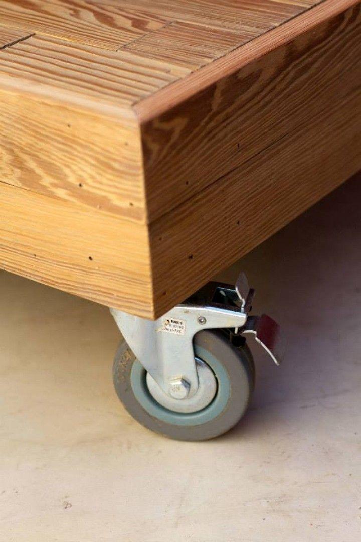 Encontrá Mesas de pinotea recuperada con ruedas desde $5000. Muebles ...