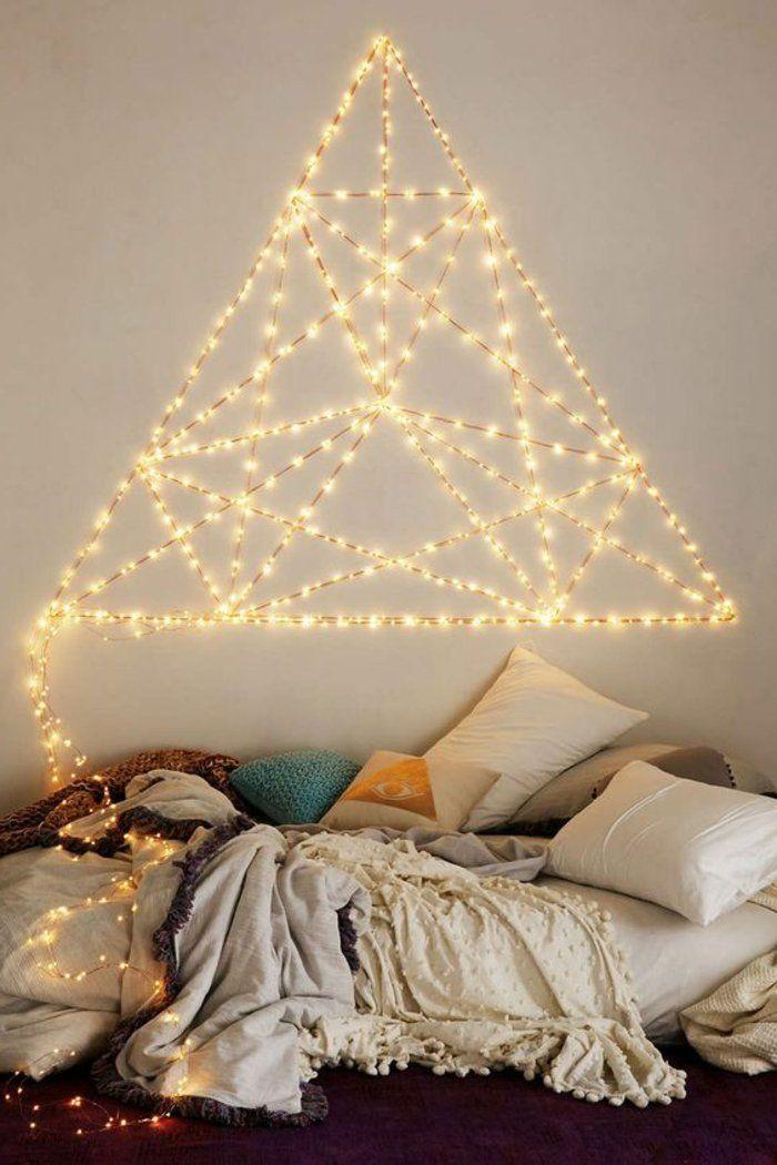 idee deco romantique sur le mur dans la chambre a coucher, formes faits par guirlandes lumineuses