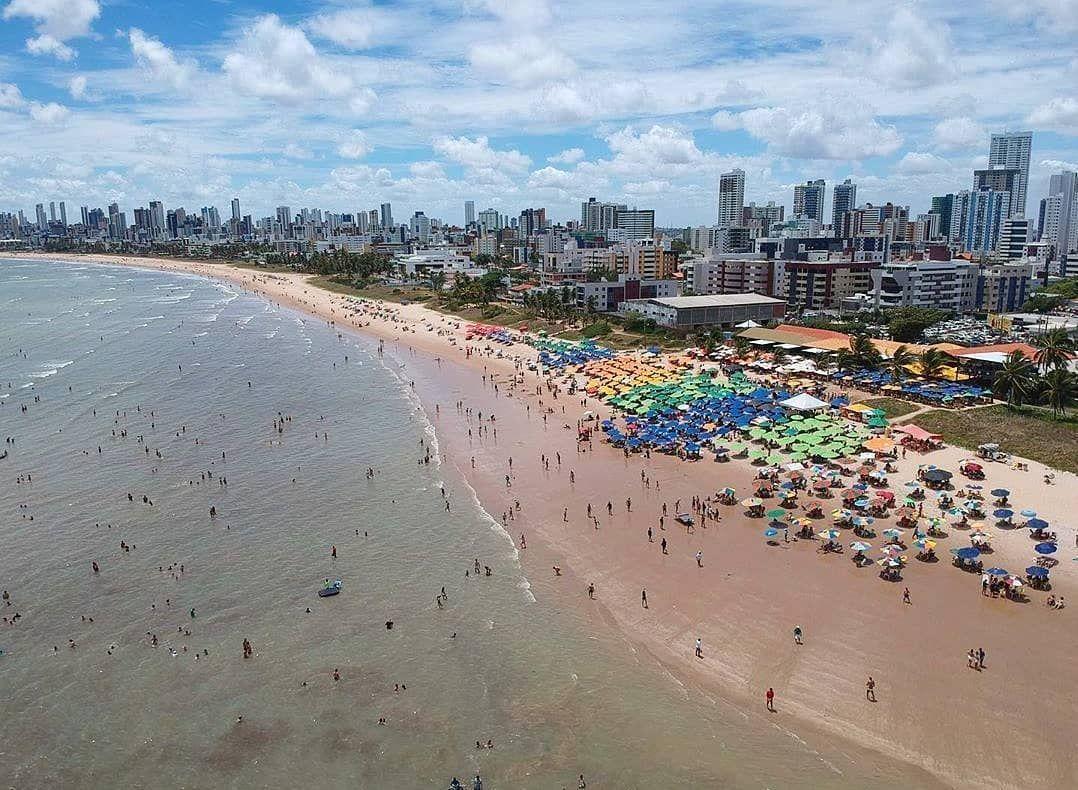 """#JoãoPessoaParaiba ® on Instagram: """"Saudades de um domingão na praia, né filha? 😂 🌴🌴🌊☀️⛱️😍 . . . . . . . . . 📍 Praia do Bessa 📷 @amadeujrsilva . . . . . . . . . #joaopessoa…"""""""