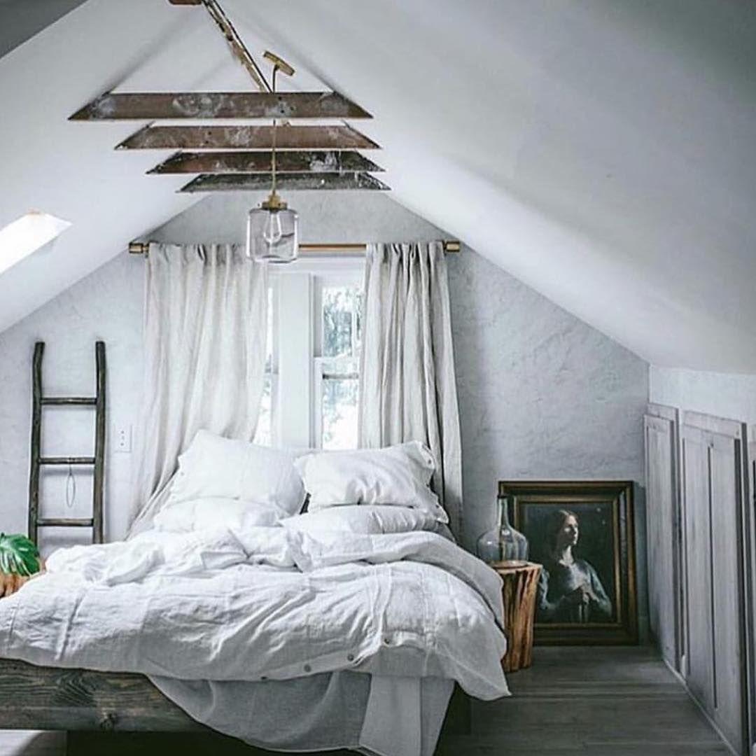 instagram de myinterior petite chambre blanche sous combles faible hauteur sous plafond. Black Bedroom Furniture Sets. Home Design Ideas