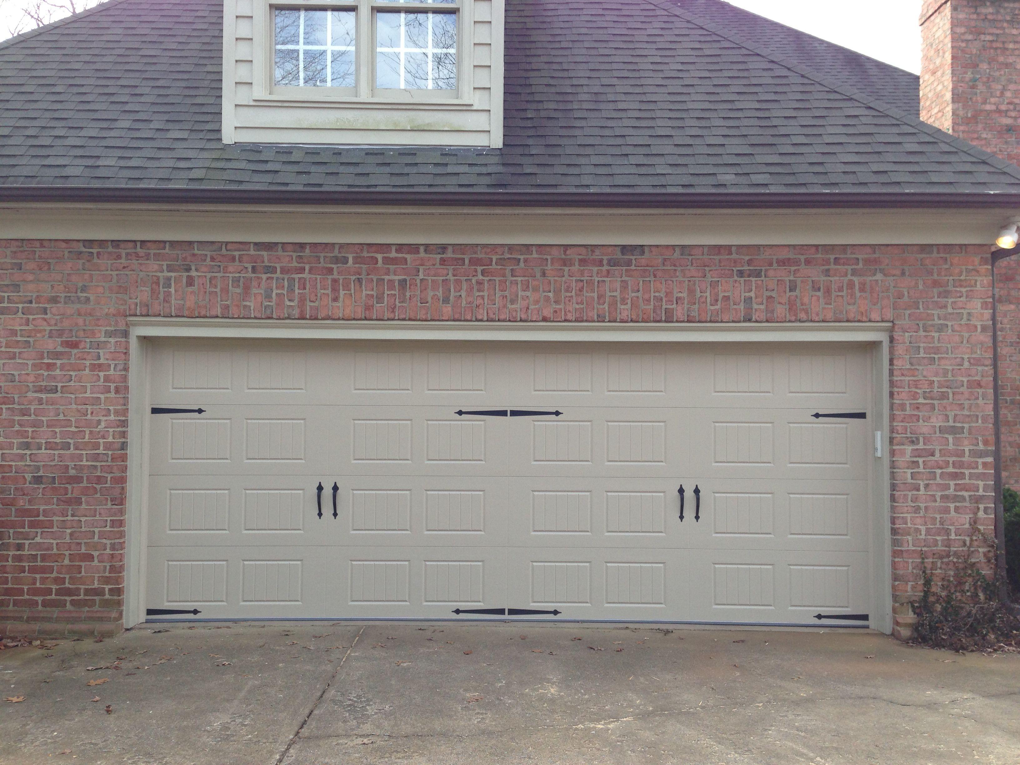 Garage doors carriage house garage doors carriage style garage doors - Our Garage Door Style But Ours Won T Have The Hardware On It Garage Door Styles Carriage House
