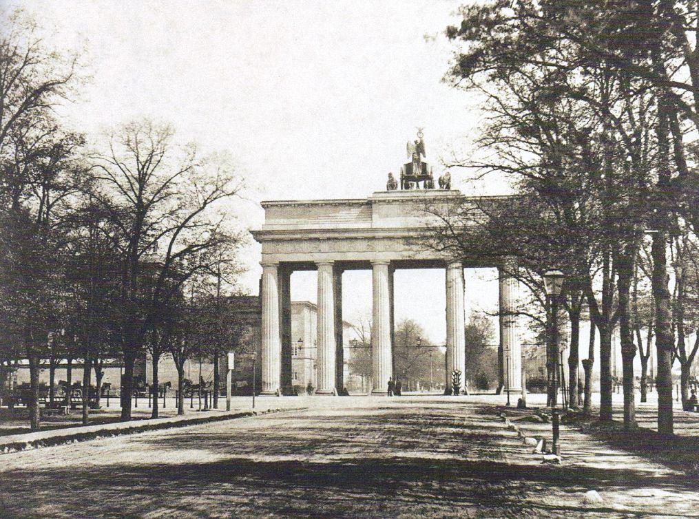 Das Erste Photo Des Brandenburger Tores 1856 Fotograf Unbekannt Noch Ohne Torhauser Berlin Geschichte Brandenburger Tor Berlin Heute