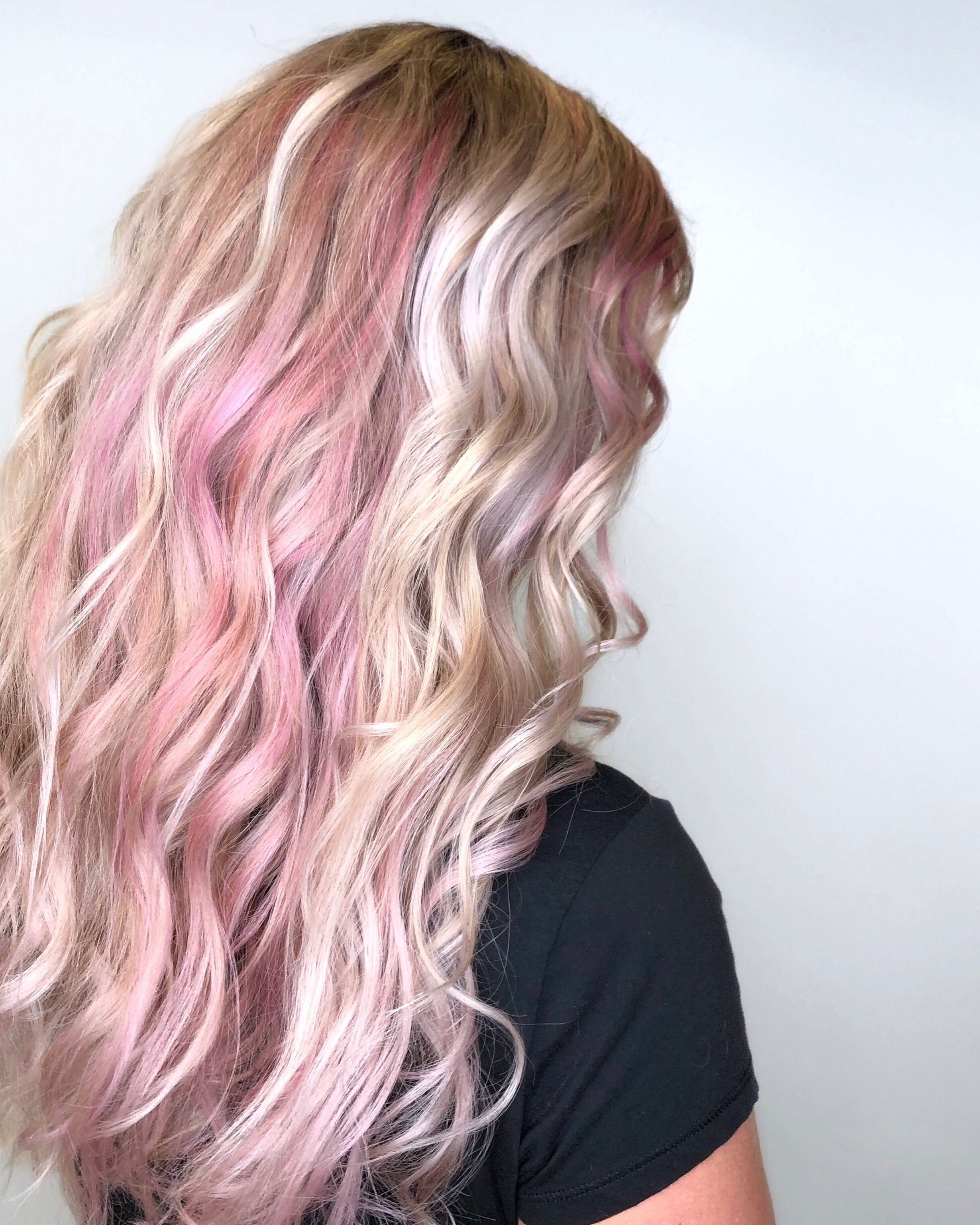 Silver Platinum Blonde Hair With Pastel Pink Khloe Kardashian