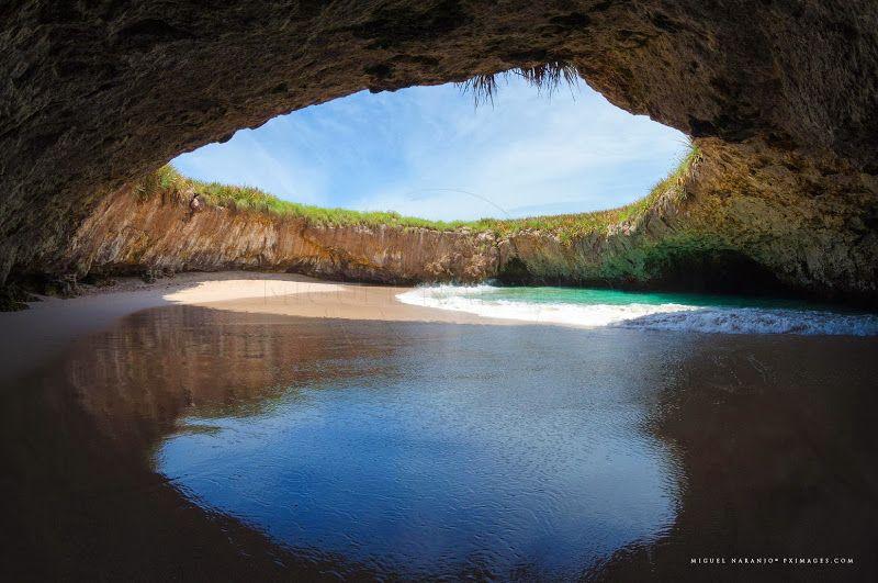 Playa del Amor es una playa en México que está hundida bajo la tierra.
